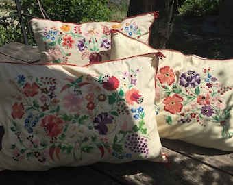 SET of BEAUTIFUL Floral Kalocsa Cushions Scater Pillow Covers Traditional Hungarian Flower Matyo Embroidery Stunning Work Vintage