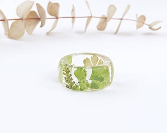 Green ring, Forest ring, Real fern ring, Botanical jewelry, Green thumb ring, Gift for gardener, Greenery jewelry, Resin ring, Clear ring