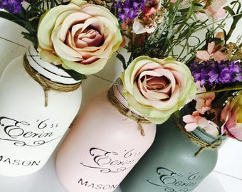 Set of 3 1litre painted mason jars. Great for decoration or as a gift.