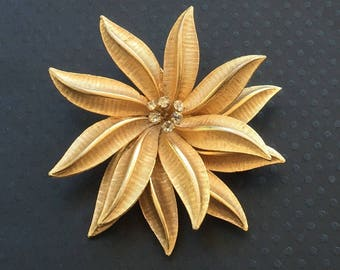 Unique Vintage Gold Flower Brooch .