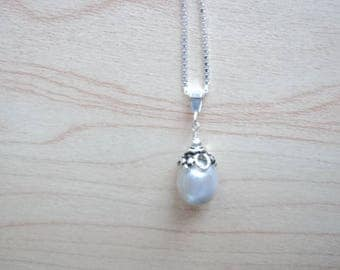 Pendant with genuine Pearl. Gray Pearl and silver jewelry. Never worn vintage jewelry.