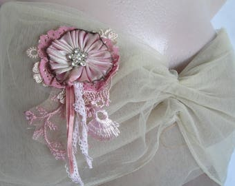 Silk flower brooch,shabby chic brooch, romantic flower pin, Floral corsage, wedding jewelry,Pink flower brooch,Vintage style,Flower brooch
