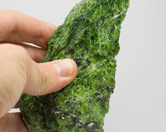 Chrome Diopside raw 13,51 oz, 5 x 2,72 x 1,52''  from Russia