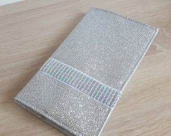 Checkbook in imitation silver leather and sparkly sequins