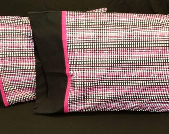 Black and pink poca dot pillowcase set of 2. Great gift!! Black and pink.