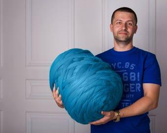 Merino yarn. Bulky knit. Giant knitting. Giant wool. Huge stitch. Pure merino. Fibre top. Super bulky yarn. Arm knitting. Felting wool