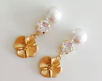 14k gold filled earrings, Swarovski crystal, cotton pearl, gold flower earrings