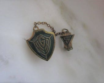 Vintage AGA Gold Tone & Green Enamel Pin