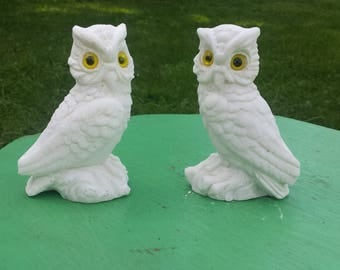 Vintage White Owl Resin Figurines, 2 White Owl Figurine Set, Yellow Eye White Owl Set, White Owl Book Ends, Resin Figurines, Mythical Decor