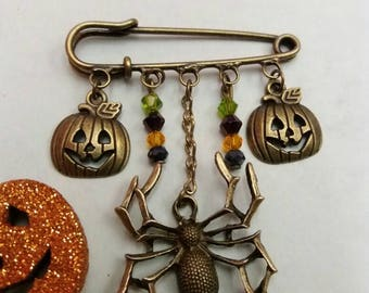 Halloween bronze kilt pin brooch with spider, pumpkin and bicone beads