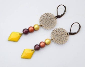 Rose filigree earrings, yellow and Brown magic beads and sequin