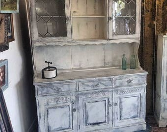 Dresser Shabby Shic  distressed and waxed