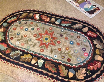 Gloria's Oval, pattern by Red Barn Rugs
