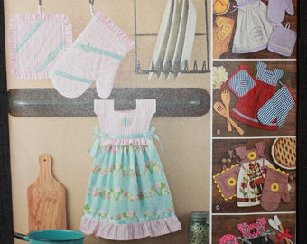 Simplicity 8109   Towel Dresses, Pot Holders and Oven Mitts