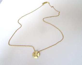 MINIMALIST GOLD CLOVER NECKLACE