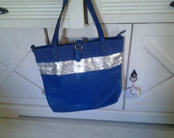 Tote has sequined blue leatherette band