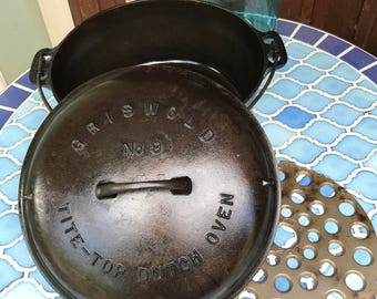 Vintage Griswold Dutch Oven #9 with Lid and Trivet