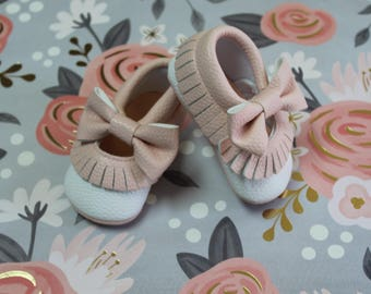 Pink bow moccasin,baby moccasin, white moccasin, girl moccasin,bohemian baby shoes
