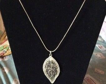Leaf crystal pendant necklace