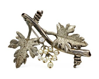 Antique Edwardian Brooch, Vintage 1940s Jewelry, Detailed Grape Vine Brooch, 925 Sterling Silver, Small Pearls Accents, Leaves and Tendril