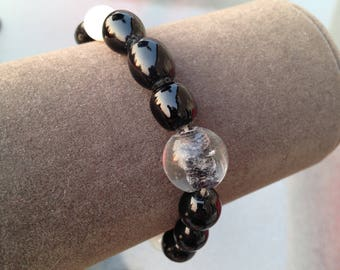 Black and white glass beaded stretchy bracelet