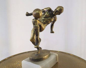 Original Old bronze football player sung by Bruno Zach/original old bronze figure football player signed Bruno Zach