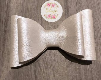 Ivory Faux-Leather Vinyl Hairbow Bowtie