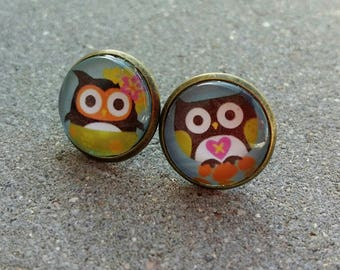 Earring studs in bronze and glass cabochons