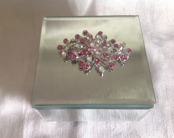 Mirror jewelry box with pink a pearlized crystals
