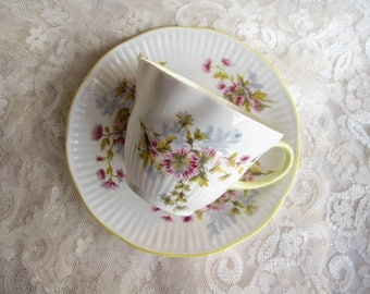 Vinatge Queen cup Rosina cup Yellow cup Daughter gift Rosina china Queen china Delicate cup saucer Baby shower gift for mother Tea party cup