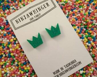 GLITTERY GREEN CROWNS acrylic shape stud earrings