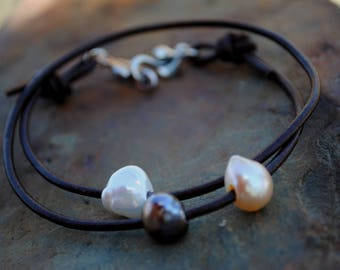 Freshwater Pearls and Leather Bracelet, Leather Wrap and Pearl Bracelet, Leather and Pearls Jewelry, Multi Pearl and Leather Wrap Bracelet
