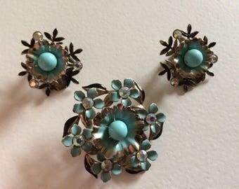 Lovely Vintage Layered Flower Brooch & Clip On Earrings Demi Parure