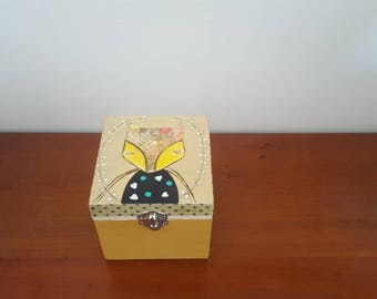 Natural wooden jewelry box, ideal gift to be loved.- Gift for your beloved