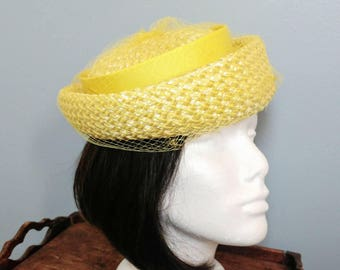 Vintage 50's Yellow Straw Hat with Netting// Summer Party Hat // Wedding Hat