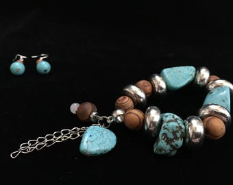 Turquoise Stretchable Bracelet with pair of matching Earrings