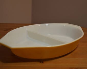 Vintage Pyrex 1 quart 063 made in USA oven baking dish, oval with split centre in harvest gold or mustard yellow