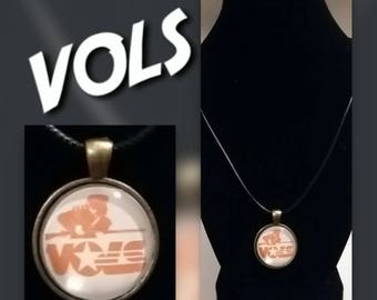 Vols glass pendant necklace
