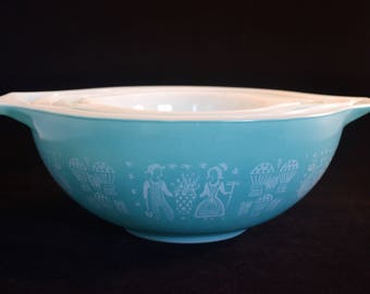Oh Boy. Blue Pyrex Amish Butterprint Cinderella Bowls. AND a FULL SET, I might add...