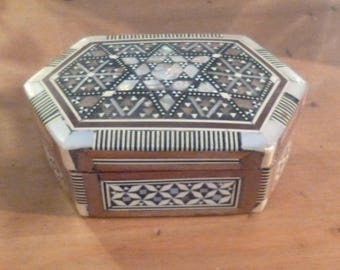 Lovely Vintage Inlaid Mother of Pearl Box