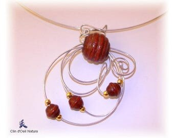 Choker arabesques and wooden beads