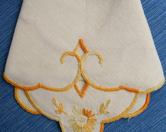 Set of 4 Vintage Linen Napkins and Placemats