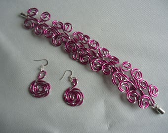 Bracelet made of aluminum and loops