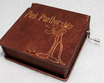 "Pink Panther #5 - Engraved Wooden Music Box - ""Pink Panter"" Inspector Clouseau True Detective - Hand Crank Movement"
