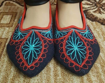 Ladies slippers - 1870s Ladies' Slipper Pattern - Wool slippers  - Handmade slippers -  Embroidered slippers - Slippers room.