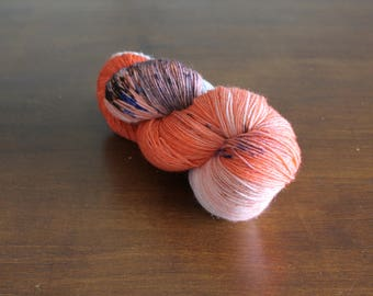 Handdyed yarn, sock yarn, fingering weight, yarn, socksanity, socksanity Ratatoskr, orange, beige, brown