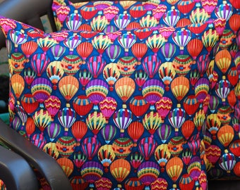 "NEW! Set of 4 In/Outdoor Pillows 18x18"" Balloon Festival Print"