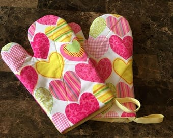 Hearts Print Oven Mitts