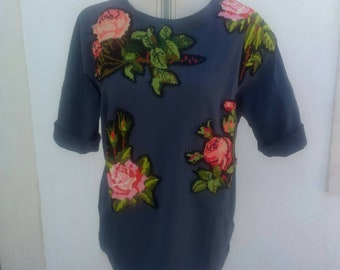 Grey cotton T-shirt with embroidered roses