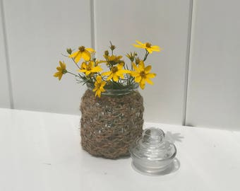 Glass jar with top